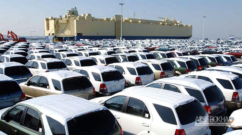 تداوم اعتراض واردکنندگان خودرو به وزارت صنعت