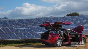ساخت پنلهای خورشیدی توسط تسلا