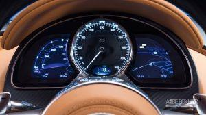 تلاش دوم راننده بسیار موفقیتآمیزتر و سریعتر از اولین تلاش او است؛ اگرچه باز هم راننده نمیتواند در جاده عمومی به بیشینه سرعت بوگاتی شیرون دست یابد. سوپراسپرت شیرون بدون زحمت شتاب میگیرد و عقربه سرعتسنج از سرعت پیشین میگذرد. قبل از اینکه راننده پایش را از روی پدال گاز بردارد و سرعت خودرو را کاهش دهد، سرعتسنج بوگاتی شیرون عدد ۳۲۵ کیلومتر بر ساعت (۲۰۲ مایل بر ساعت) را ثبت میکند تا تلاش راننده این بار بیثمر نباشد.